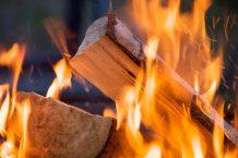 Un poêle à bois peut dégager certaines odeurs pendant la combustion