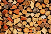 Pile de bûches de bois de chauffage
